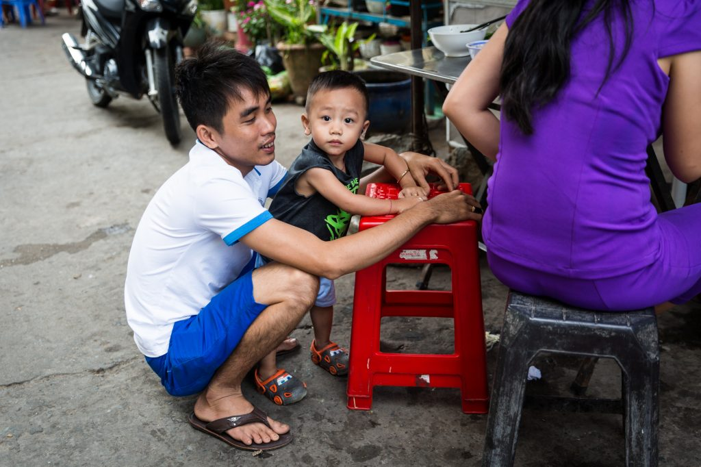 Father and child for an article on the Cai Be Floating Markets