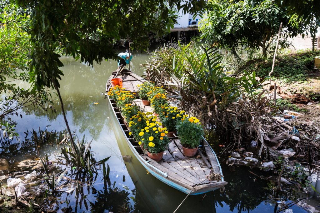 Canoe with flowers for an article on the Cai Be Floating Markets